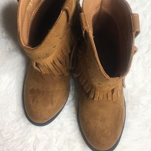 NWOT-Genuine Kids Brown suede fringe boots, size 8
